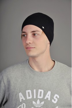 Мужская трикотажная шапка  9500