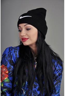 Женская спортивная шапка Nike черная