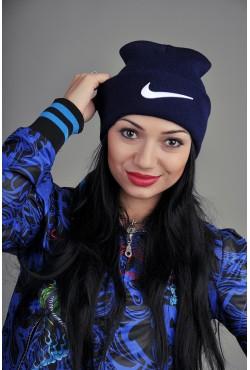 Женская спортивная шапка Nike темно синяя