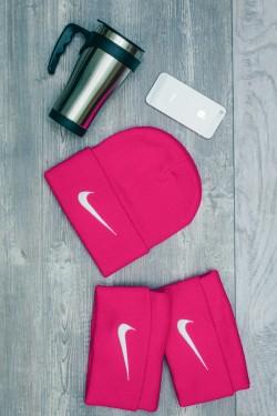 Женская спортивная шапка Nike-DarkPink