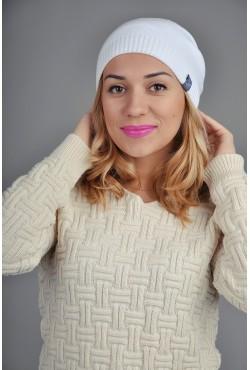 Женская трикотажная шапка белая