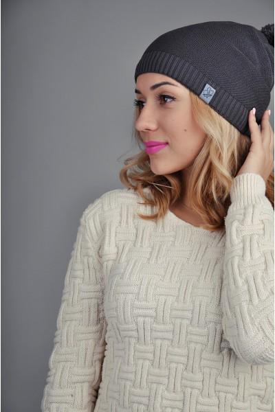 Женская трикотажная шапка серая