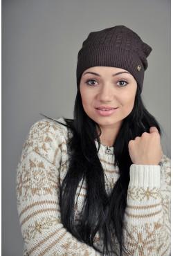 Женская вязаная шапка темно коричневая
